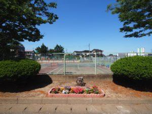 公園横のテニスコート